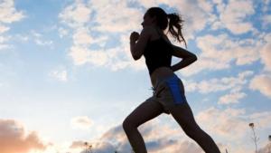 適度な運動でストレス解消する女性