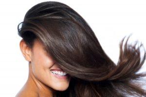 洗い残しがない髪の毛の女性
